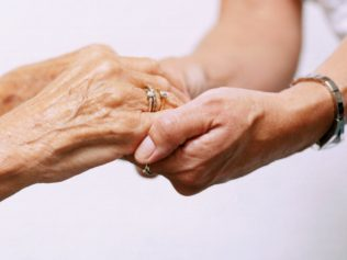 PROTECTION OF DISCAPACITY IN VULNERABLE ELDERLY PEOPLE